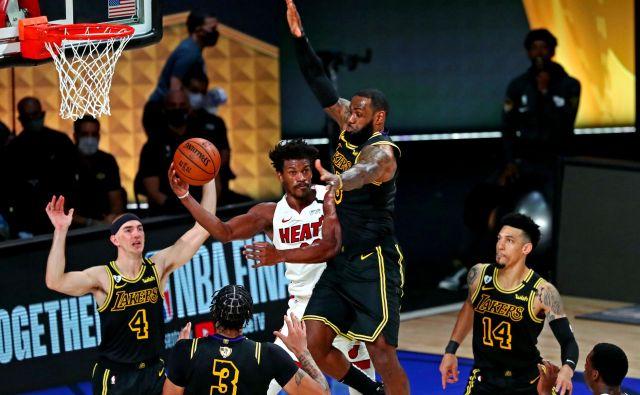 Moštvo Los Angeles Lakers zanesljivo maršira proti končni zmagi in 17. naslovu prvaka NBA. Najboljši košarkar LeBron James je bil v drugi zmagi kalifornijskega moštva tudi najboljši strelec. FOTO: Kim Klement/USA TODAY Sports