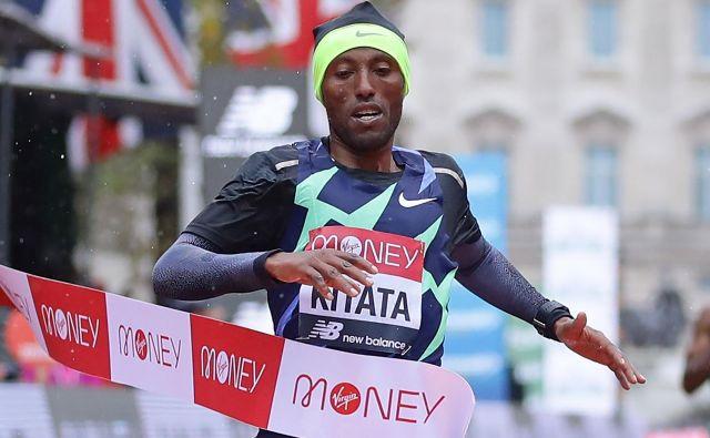 Shura Kitata je zmagovalec maratona v Londonu. FOTO: Richard Heathcote/AFP
