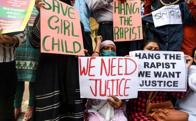 Aktivistke za ženske pravice v Indiji nadaljujejo proteste in zahtevajo kazen za posiljevalce. FOTO: Sajjad Hussain/AFP