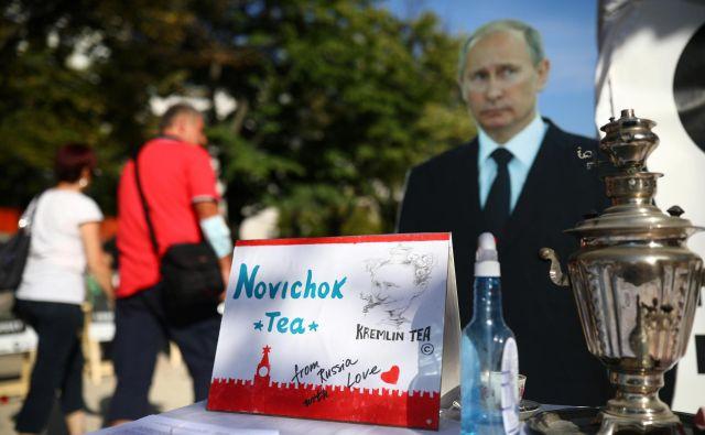 Ko se je Aleksej Navalni avgusta začel dušiti v primežu čudne bolezni in ga je Nemčija sprejela, je hitro postalo jasno, da se je zastrupil z novičokom. FOTO: Hannibal Hanschke/Reuters
