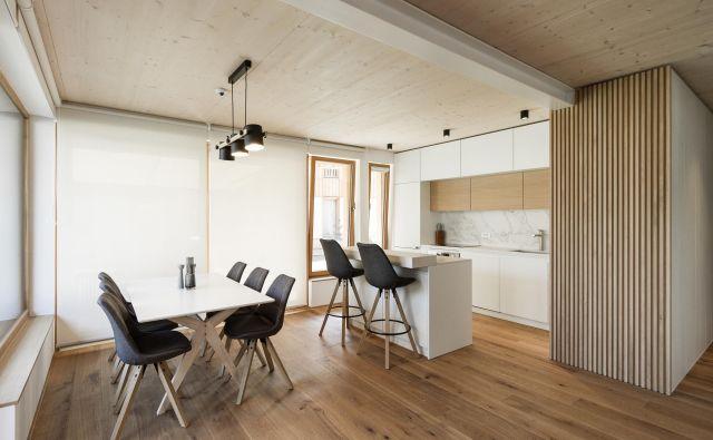 Sodobno počitniško stanovanje v Kranjski Gori sta zasnovala arhitektka Primož Boršič in Saša Grujić iz biroja P PLUS arhitekti. Foto P PLUS arhitekti