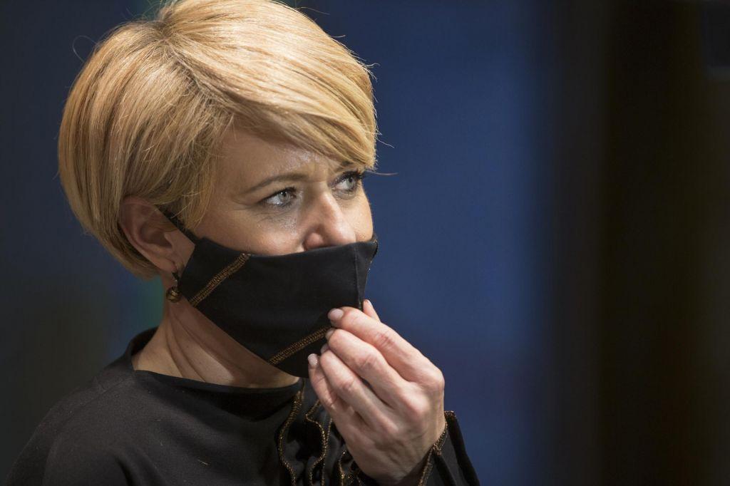 FOTO:Aleksandra Pivec izstopila iz Desusa in odstopila kot ministrica