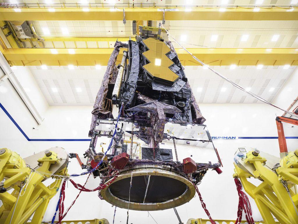 Webbov teleskop opravil še en test, v Švici pa so našli novo rožico