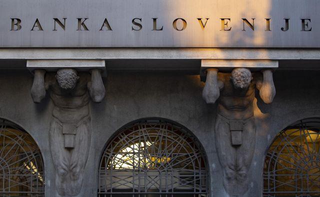 Razmere za ustvarjanje dobička bank so se zaradi krize covida-19 zelo poslabšale, ugotavljajo v Banki Slovenije. FOTO: Jože Suhadolnik/Delo
