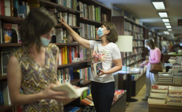 Problem je splošno upadanje zanimanja za kupovanje knjig in oblikovanje lastne knjižnice. FOTO: Jure Eržen