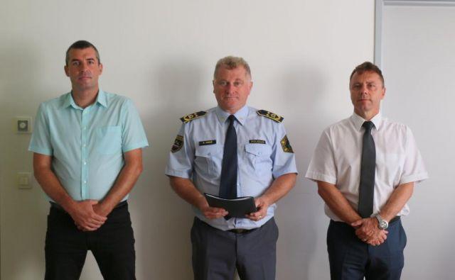Uroš Lepoša (levo), v. d. generalnega direktorja policije Andrej Jurič (na sredini) in Igor Lamberger, ki je bil nekaj časa v. d. direktorja NPU, a se vodstvo zanj ni odločilo. FOTO: Policija