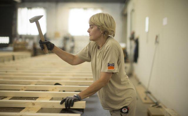 Proizvodnja v podjetju Marles; poklicev za preprosta dela je vse manj. Foto: Jure Eržen/Delo