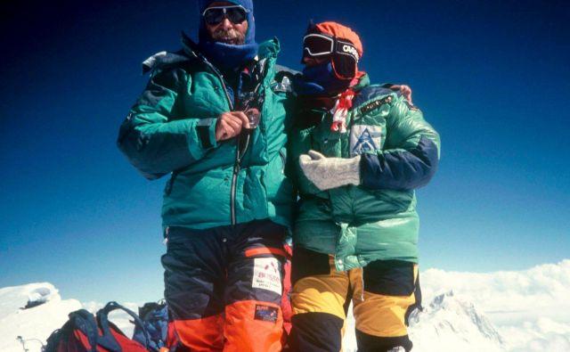 Marija in Andrej Štremfelj 7. oktobra 1990 na vrhu Everesta. FOTO: Osebni arhiv