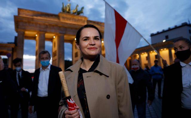 Beloruska vodja opozicije Svetlana Tihanovska se je udeležila protesta za spremembe v Belorusiji pri Brandenburških vratih v Berlinu.   Foto Odd Andersen/AFP