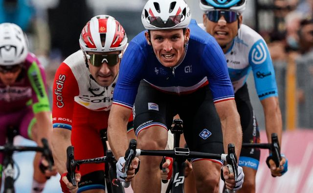 Arnaud Demare je bil najhitrejši v zanimivi etapi dirke po Italiji. FOTO: Luca Bettini/AFP
