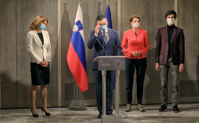 Zavezništvo za demokratični preporod Slovenije ali koalicija ustavnega loka? Preden bi lahko uveljavili katerega od teh dveh konceptov, bi voditelji opozicije potrebovali še sedem poslanskih glasov podpore. Foto Robert Balen/Večer