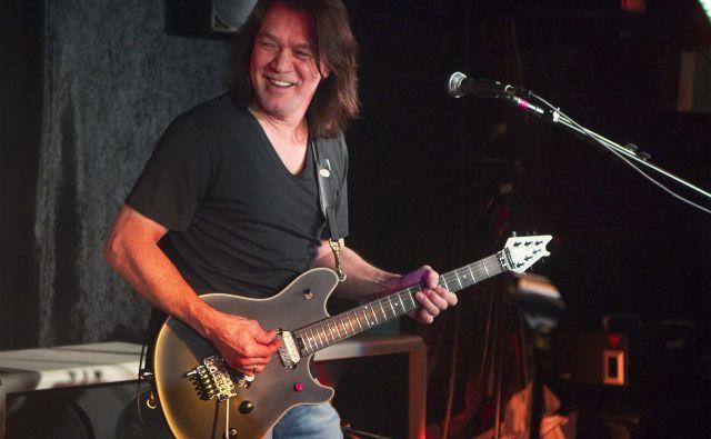 V bendu je bil glavni kitarist. Leta 2012 so ga bralci revije Guitar World uvrstili na lestvico stotih največjih kitaristov vseh časov. FOTO: Lucas Jackson/Reuters