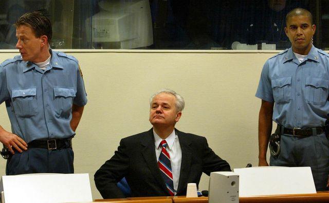 Slobodan Miloševič med sojenjem za vojne zločine na haaškem sodišču. FOTO: Paul Vreeker/Reuters