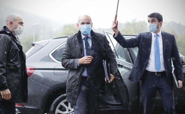 Janez Janša se z ministri odpravlja na vrsto obiskov po regiji. FOTO:Uroš Hočevar/Delo