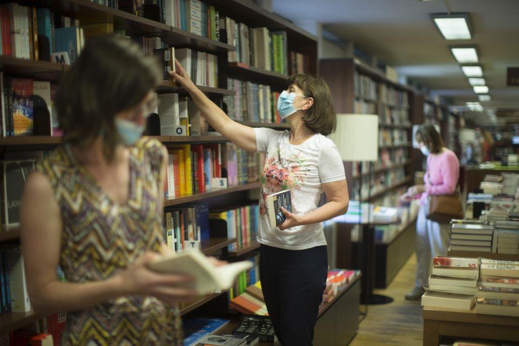 FOTO:Vlada zarezala v tkivo knjigotržništva