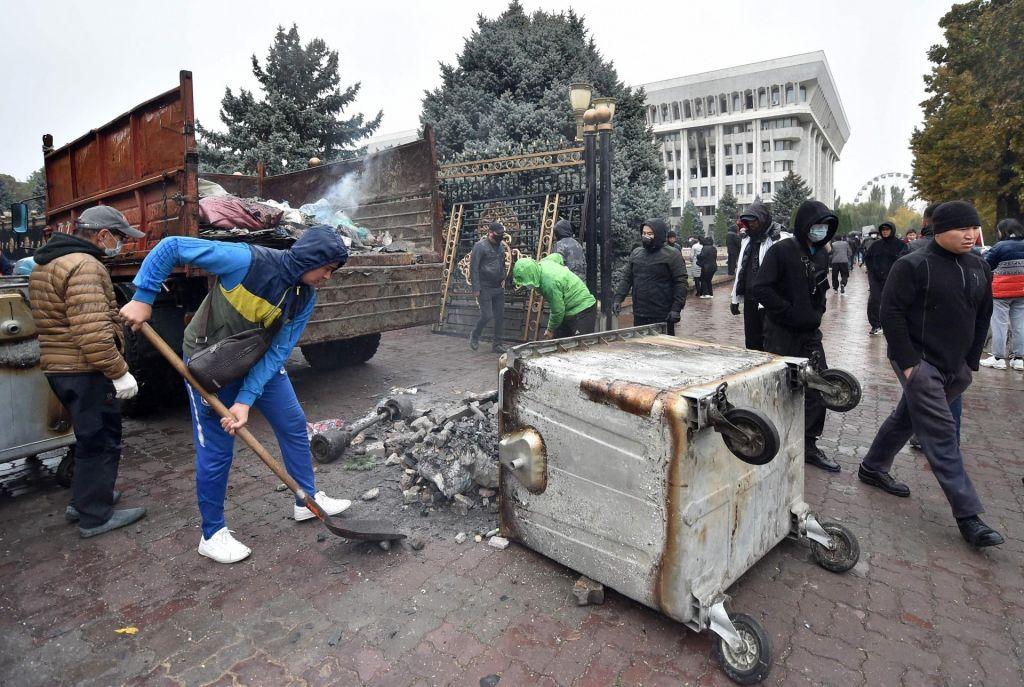 V Kirgiziji razveljavili nedeljske parlamentarne volitve