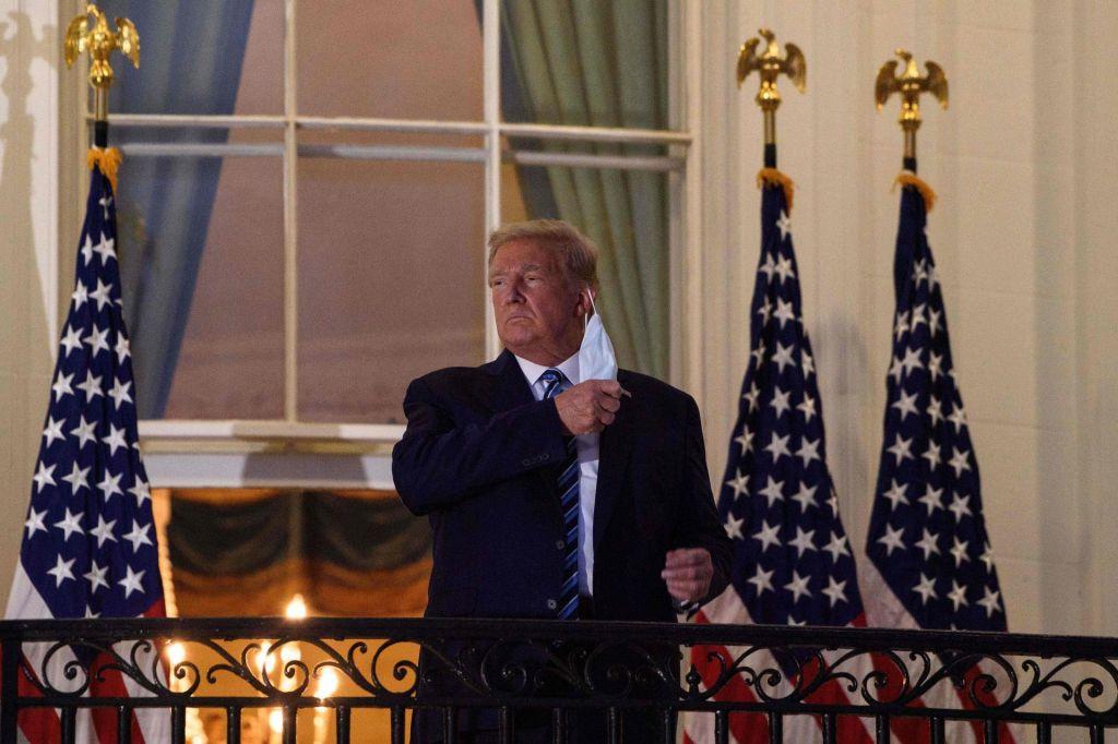 Trump covid 19 spet enači z gripo
