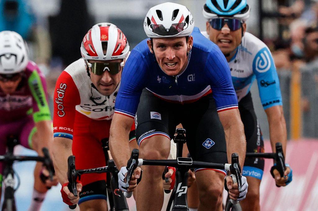 Arnaud Demare po fotofinišu premagal Petra Sagana