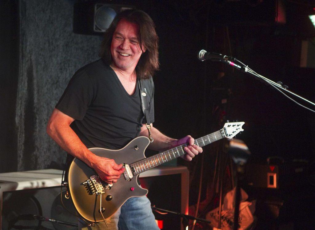 Umrl legendarni rocker Eddie Van Halen