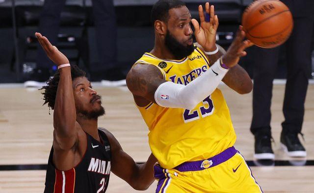 LeBron James in Jimmy Butler sta bila najboljša posameznika na četrti tekmi finala. FOTO: Kevin C. Cox/AFP