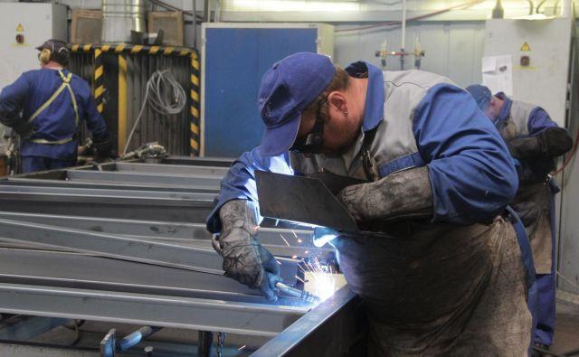 V Arcontu so zaradi togih ukrepov izgubljali dobre sodelavce iz Bosne in Hercegovine, pravijo v podjetju. FOTO: Jože Pojbič/Delo