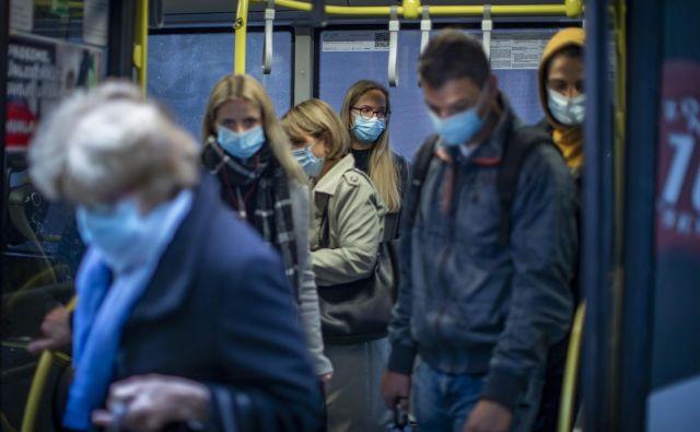 Številni strokovnjaki so bili še poleti prepričani, da bomo v najslabšem primeru imeli 300 okužb na dan konec novembra, nekateri so menili, da celo šele decembra. FOTO: Voranc Vogel/Delo