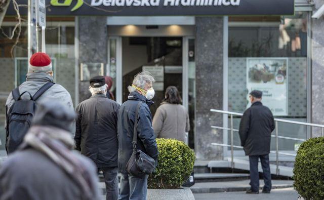 Ideja o obdavčitvi vseh prihodkov od obresti, ki jih dobijo za svoje prihranke državljani v bankah, v SMC in NSi nima podpore.<br /> FOTO: Voranc Vogel/Delo