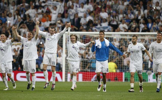 Nogometaši madridskega Reala podobno kot njihovi tekmeci v ligi prvakov še nekaj časa ne bodo igrali pred svojimi navijači. FOTO: Paul Hanna/Reuters