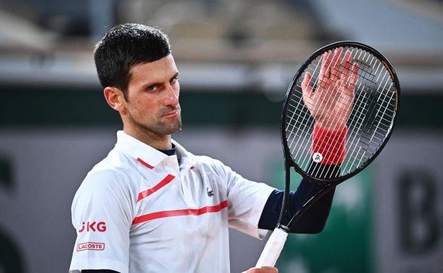 Novak Đoković si je zaploskal za novo zmago. FOTO: Anne-christine Poujoulat/AFP
