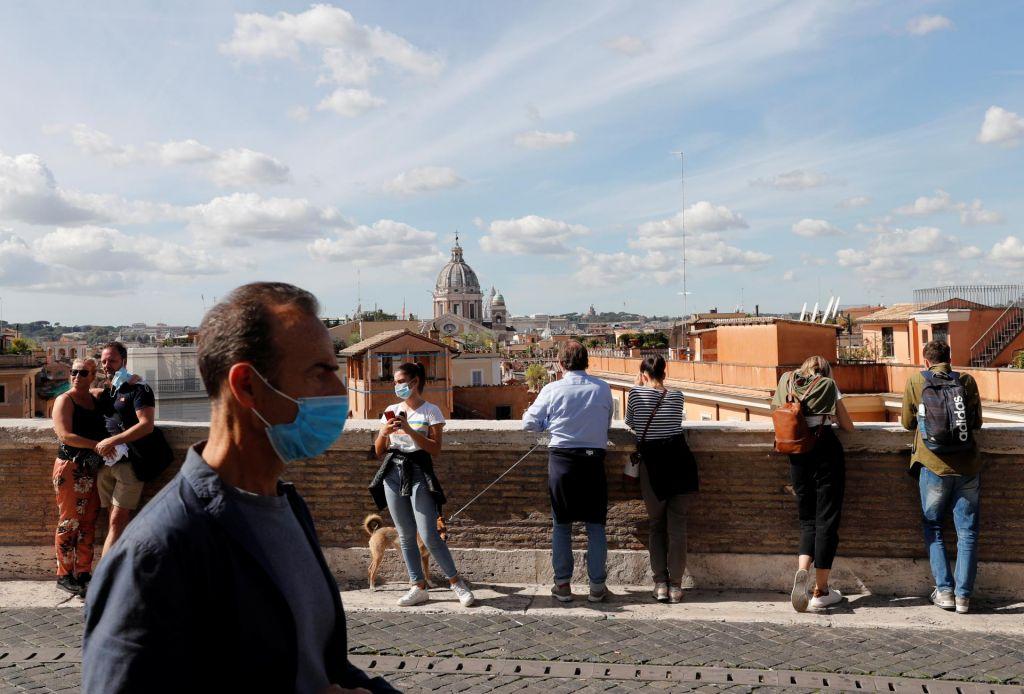 FOTO:V Italiji podaljšali izredne razmere do konca januarja
