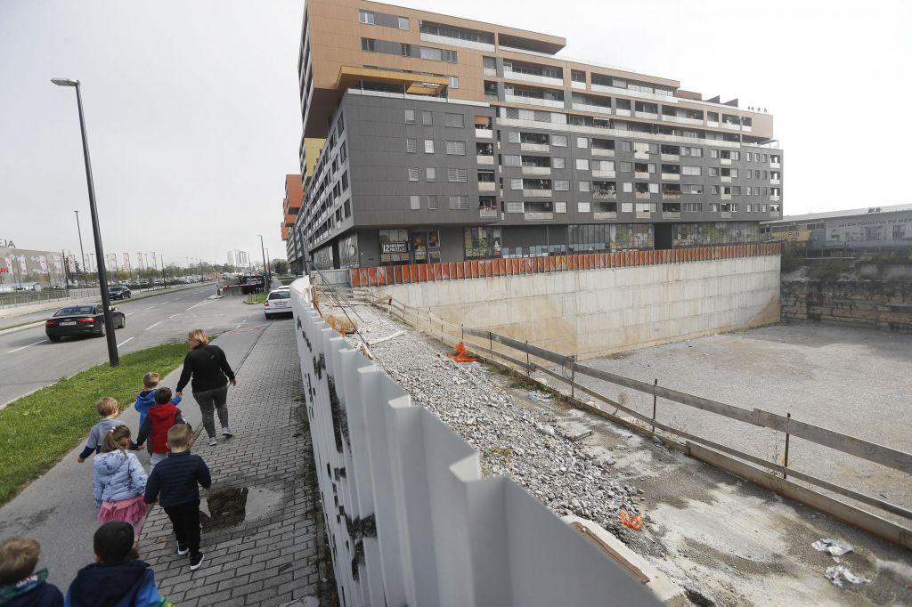 Rastoderju in Avstrijcem gradnjo ustavljajo pritožbe