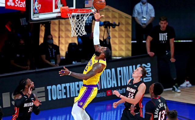 Letošnji finale NBA zaznamuje tudi rekordno nizka gledanost, za kar naj bi bila kriva pandemija in družbeni aktivizem o pravičnosti, pri katerem je zelo dejaven največji zvezdnik LeBron James. FOTO: Kim Klemen/USA TODAY Sports