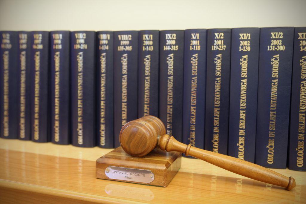 Je v primeru storitve lažjega kaznivega dejanja sodišče edina možnost?