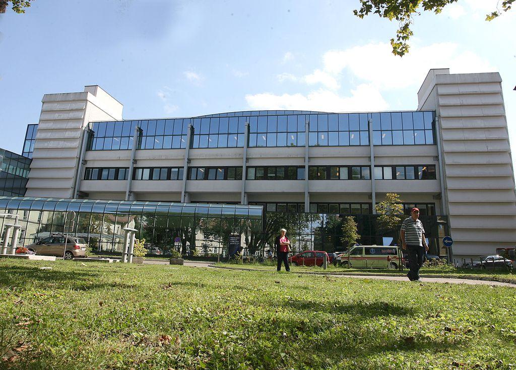 Onkološki inštitut s priročnikom o raku vratu in glave