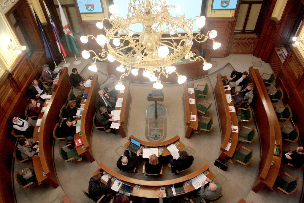»Županu Jankoviću v mestnem svetu dovoljeno vse«