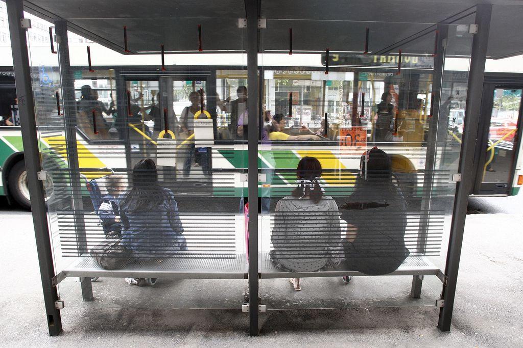Zaradi oglasov so avtobusna postajališča slabo pregledna
