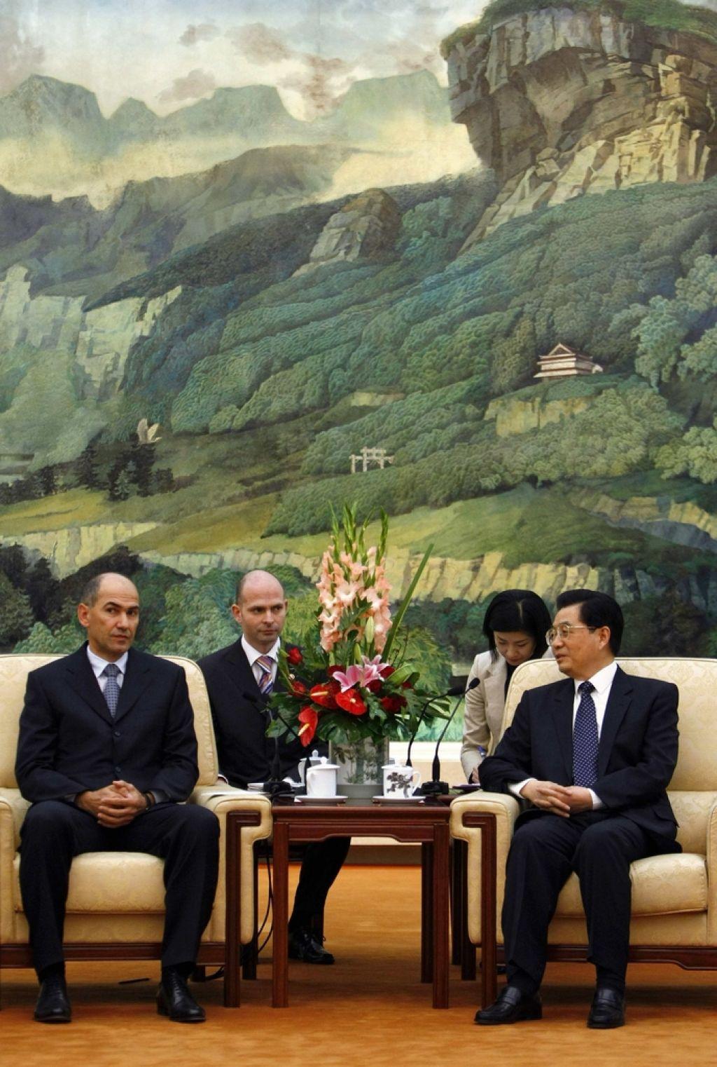Janša kot premier na Kitajsko, kot opozicija na Tajvan