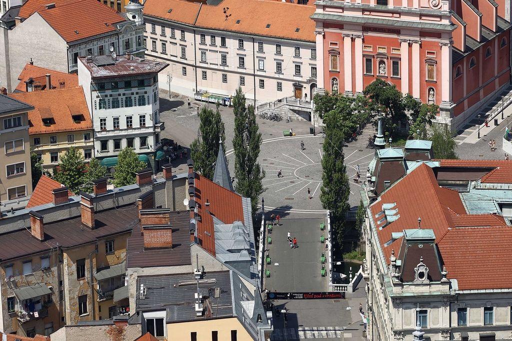 Urbanistična in arhitekturna stroka o ukrepih omejevanja prometa v Stari Ljubljani