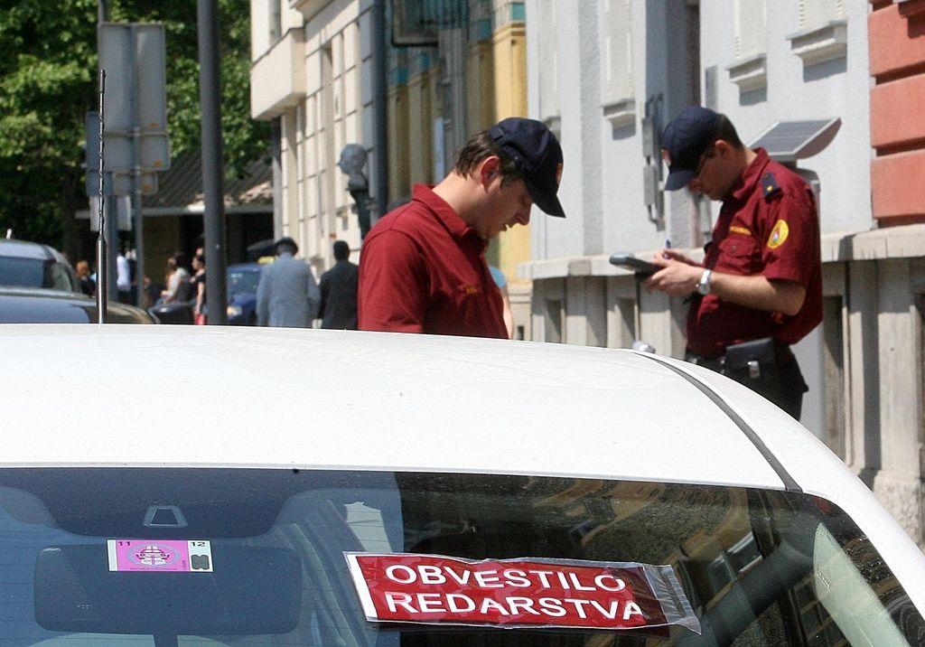 Parkiranje v Ljubljani: Največ ponaredkov v Centru, za Bežigradom in na Viču