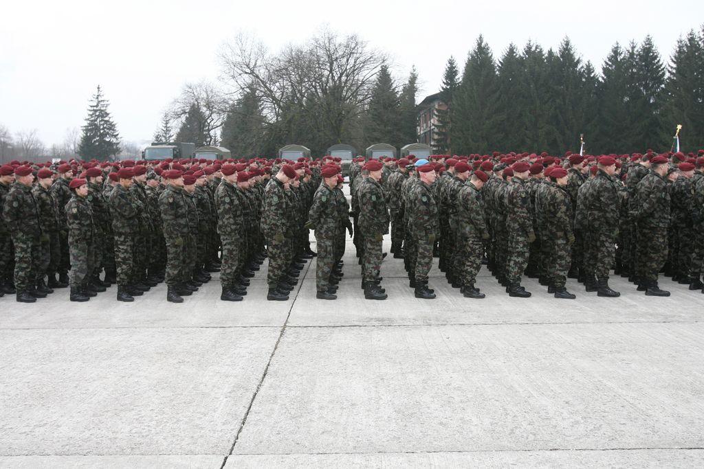 Vojaki na sestanek o pokojninah