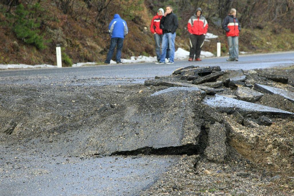 Država le zagotovila denar za sanacijo ceste