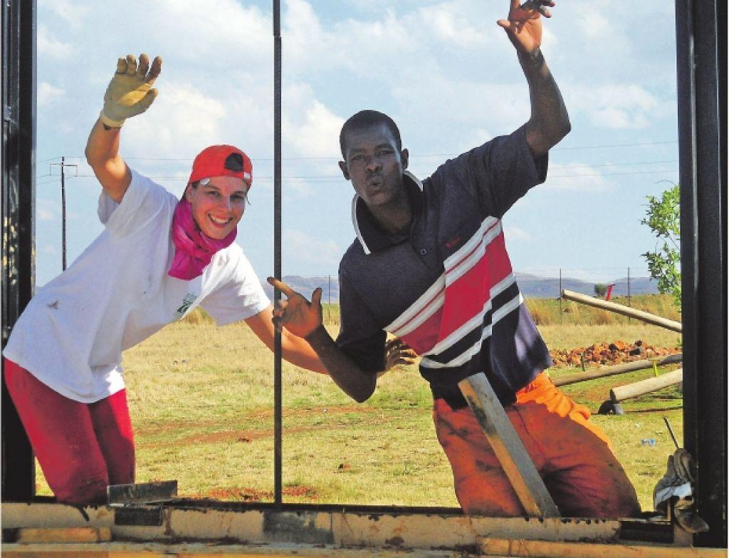 Dobrodelni in arhitekturni podvig: gradimo na mladih, tudi v Afriki