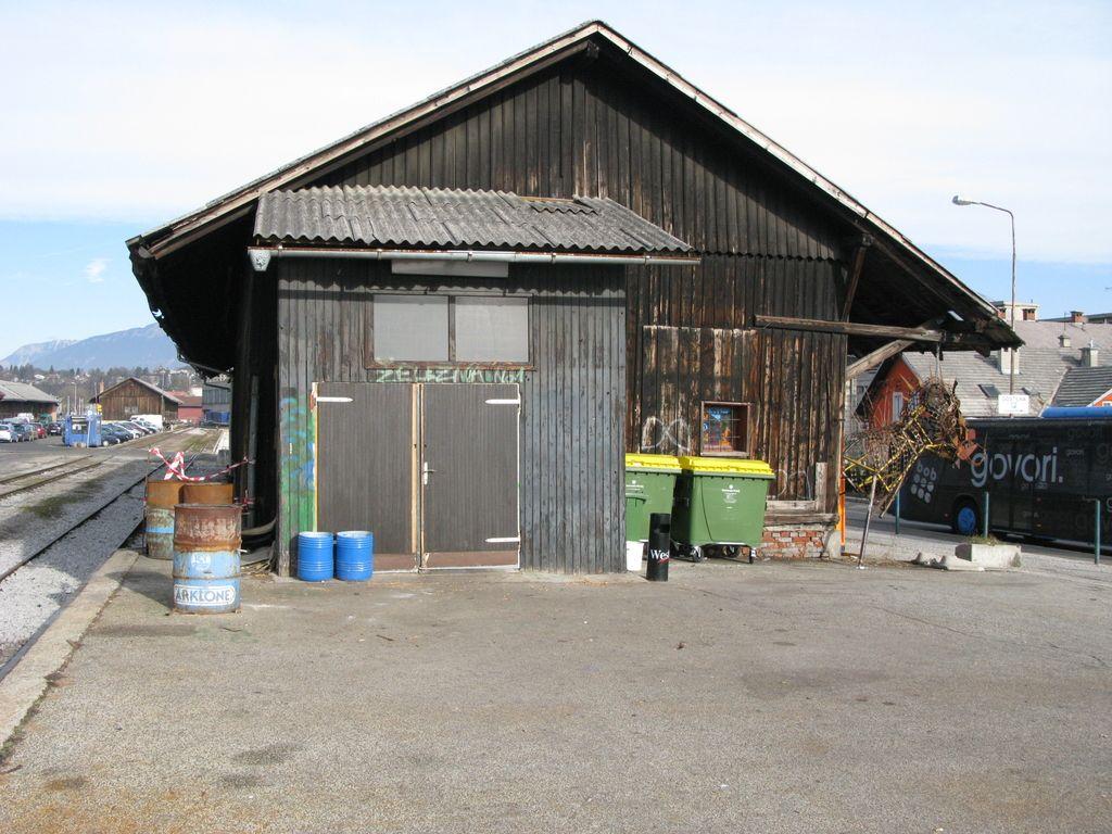 Kranjski »Trainstation squat« kmalu v last občine