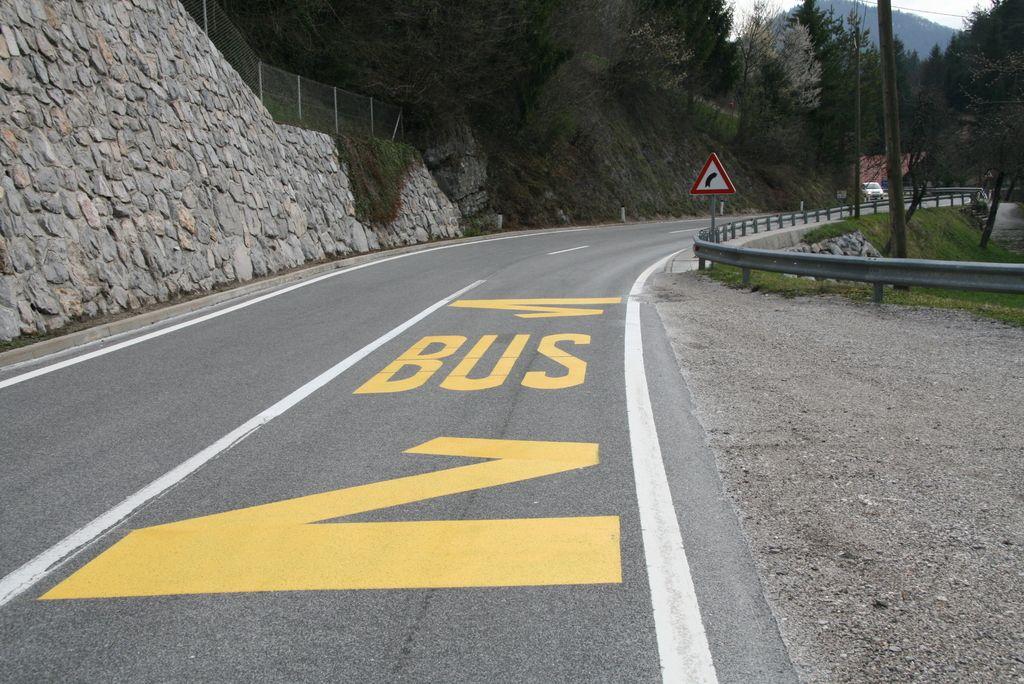 Država je idrijskim zaselkom vrnila avtobusna postajališča