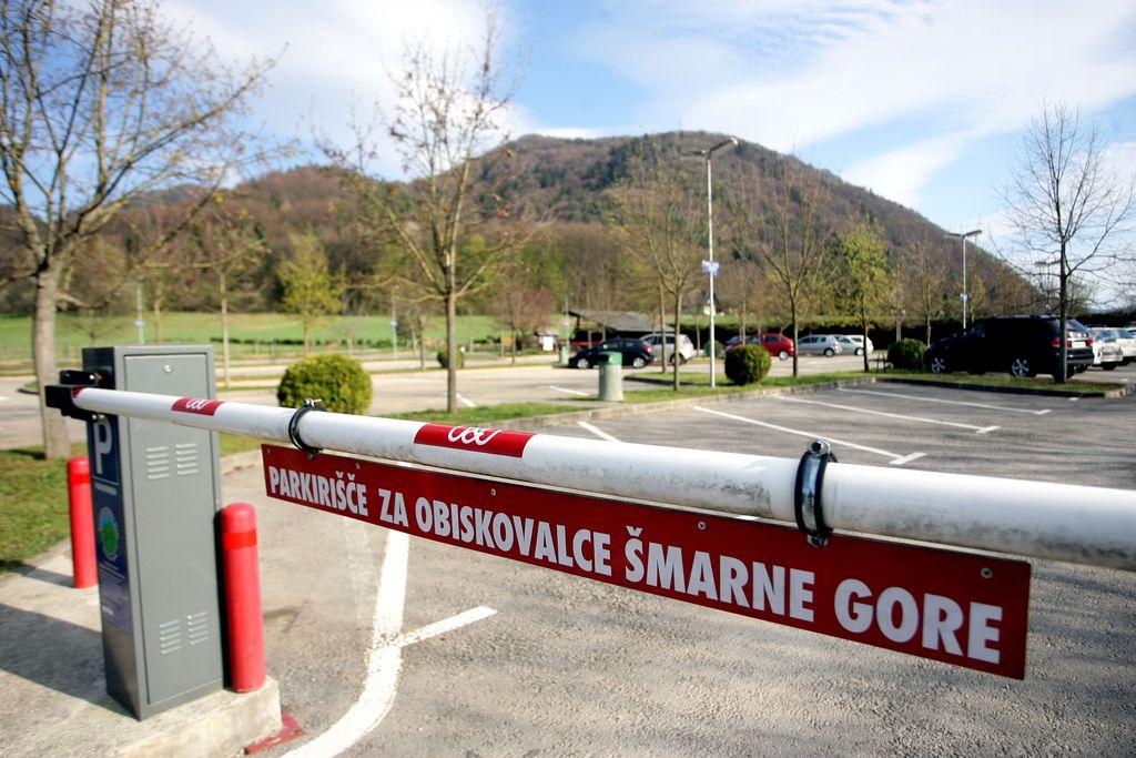 Ura parkiranja pod Šmarno goro kar 1,5 evra