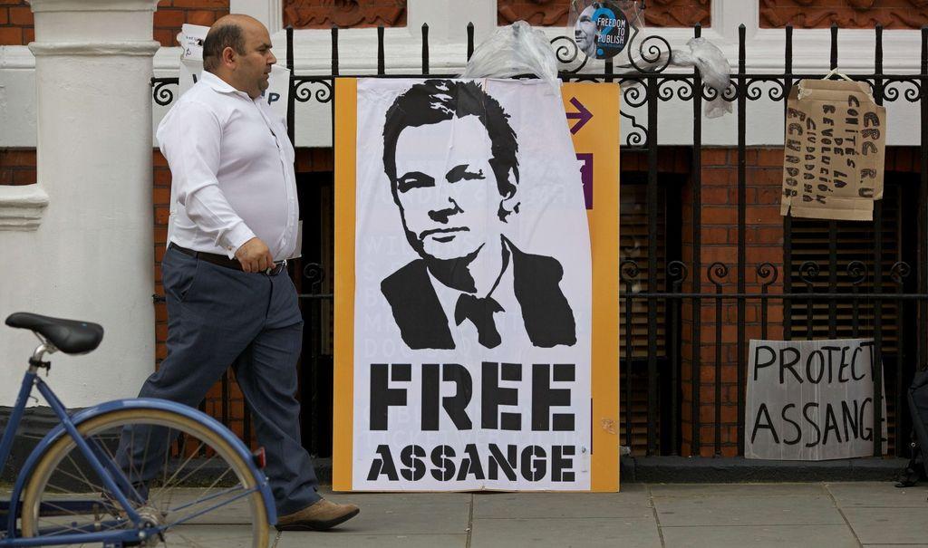 Assange ne namerava upoštevati navodil britanske policije