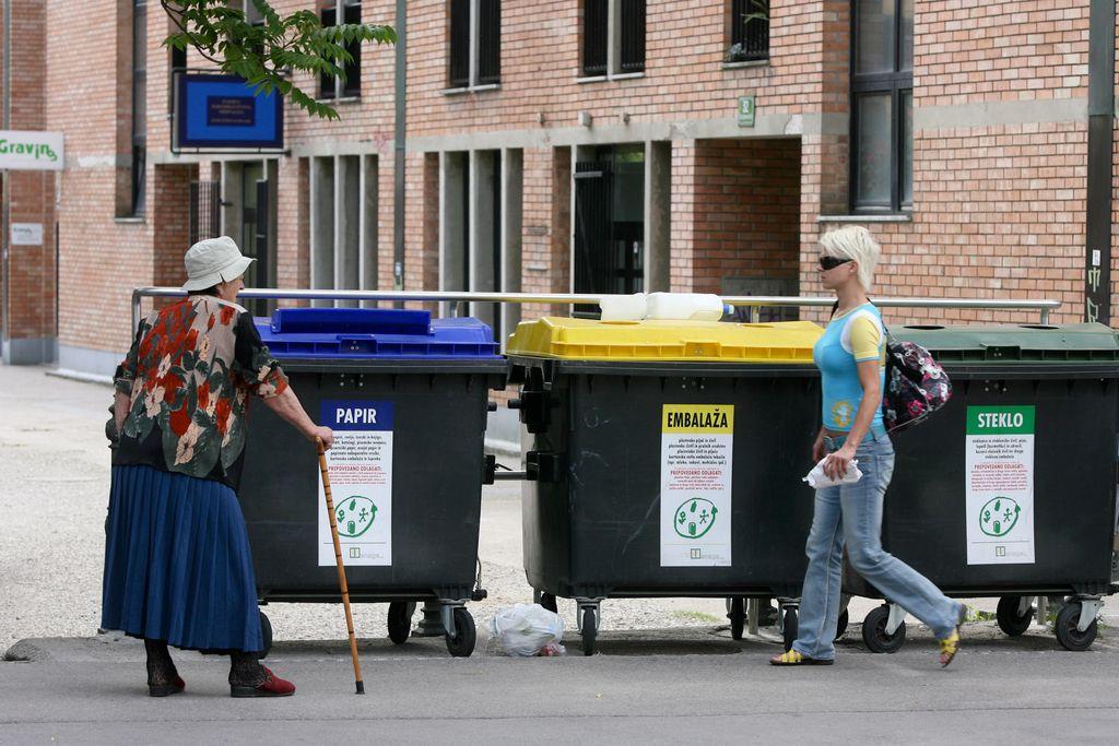 Video: Kako ravnati z odpadki? Svetuje Ula Furlan