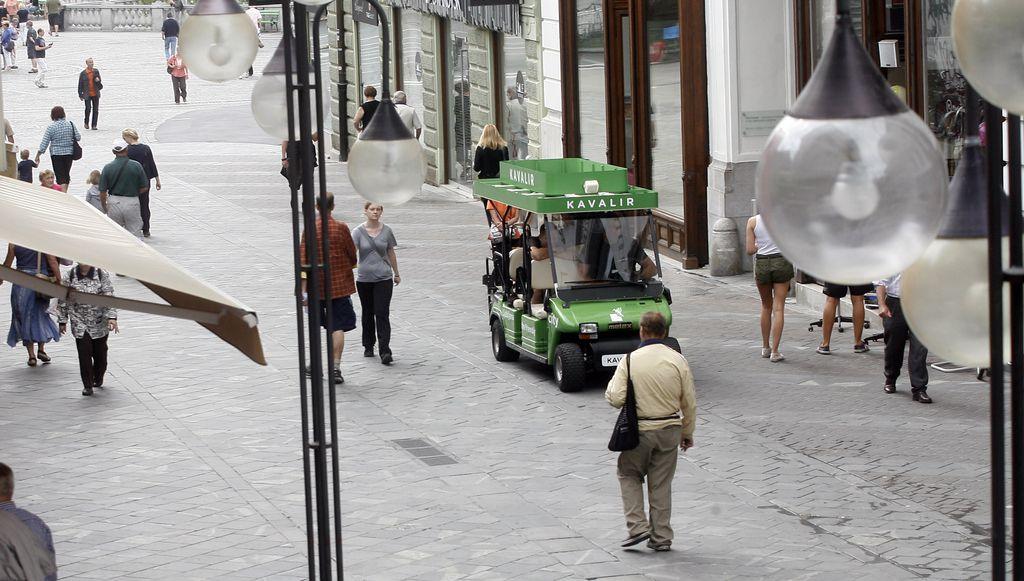 Število turistov v Ljubljani raste, število postelj še bolj
