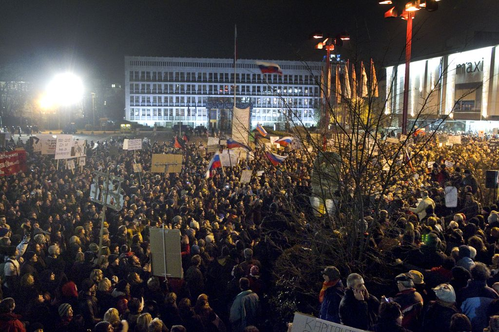 Člani SDS morajo novačiti udeležence protesta Zbora za Republiko