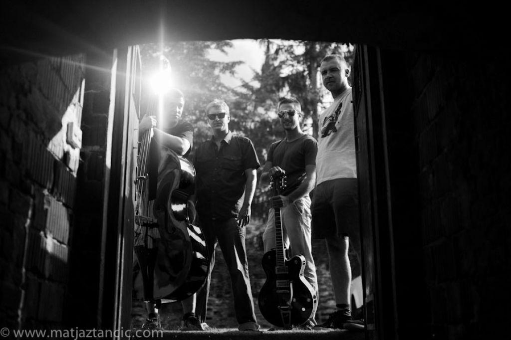 Cyphre Louis: Poskočna glasba za zombije